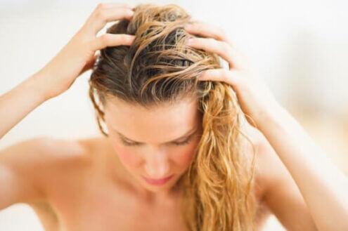 Niet alleen haarverlies kan jeuk op uw hoofdhuid veroorzaken, maar bijvoorbeeld ook stress of eczeem.